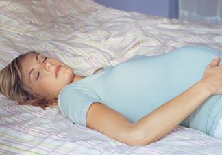 怀孕了晚上睡不好是什么原因 怀孕期间<font color='red'>睡眠</font>质量差怎么改善