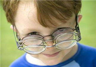 如何保护宝宝视力 吃这三道菜就够了
