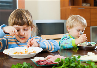 夏季宝宝缺锌不<font color='red'>吃饭</font> 补锌营养食谱来帮忙