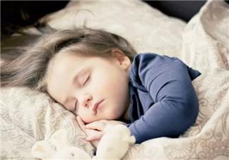 新生儿睡觉能开夜灯吗 新生儿睡觉开夜灯好吗