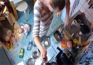 带娃做家务两不耽误 孩子黏自己做家务方法