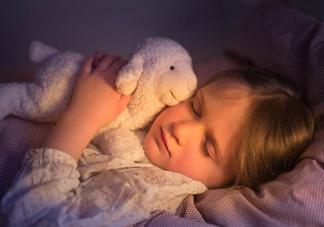 宝宝独睡要准备什么 宝宝自己一个人<font color='red'>睡觉</font>需要的两件东西