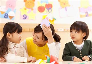 怎么让孩子适应幼儿园 帮助孩子适应幼儿园的方法有哪些
