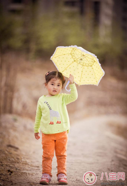 外面下雨了孩子不能出去玩 试试做这些事情吧