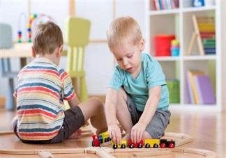 玩积木对孩子的智力开发大 怎么带孩子玩积木