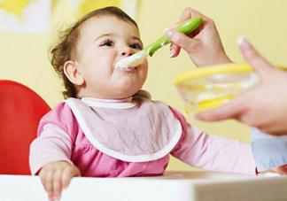 怎么培养宝宝自己<font color='red'>吃饭</font>的能力 宝宝学习<font color='red'>吃饭</font>餐具盘点