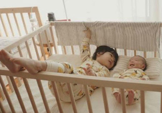亲子故事 记录下两个宝宝成长的瞬间