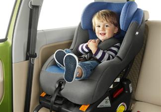 使用儿童安全座椅没系安全带 勿犯不必要的错误