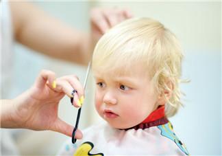 夏季给宝宝理发的技巧 给宝宝理发的正确手法