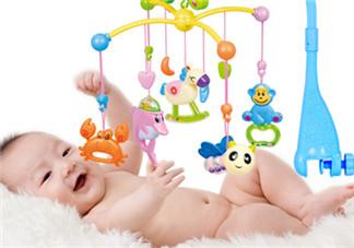 婴儿床铃益处多 用心的手工婴儿床铃